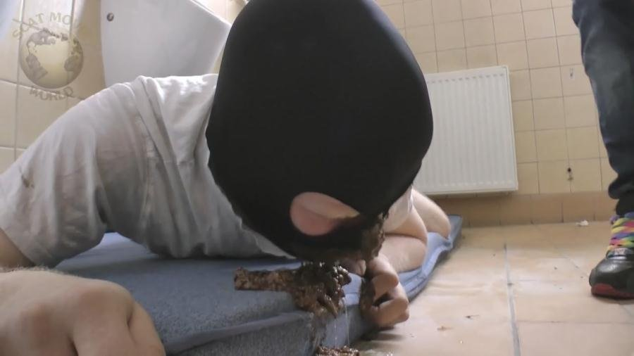 Scat-Movie-World: (Lady Chantal) - Homeless help made by Lady Chantal [HD 720p / 319 MB] - Scat / Germany