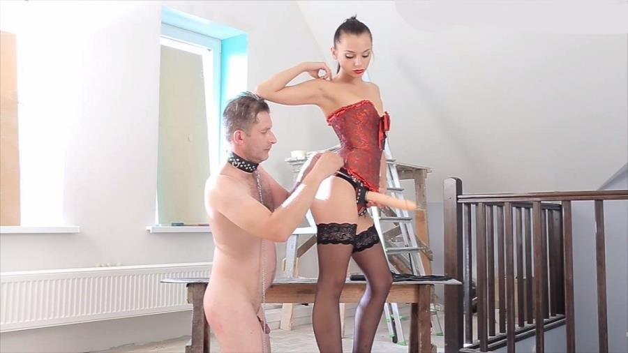 Horney milf woman seduces delivery man