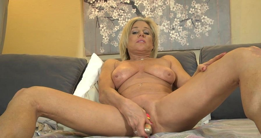 FAllOver30: (Payton Hall) - (19.02.16) [HD 720p / 263 MB] - Milf / Hairy