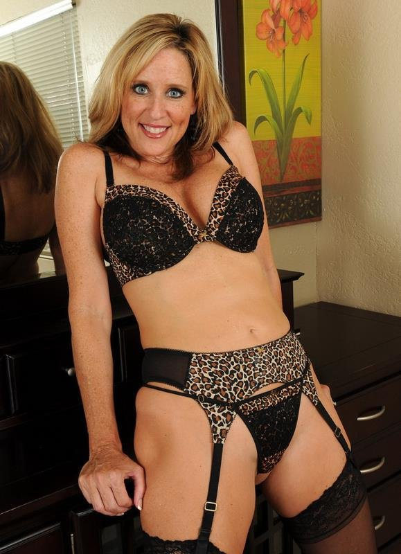 JodiWest: (Jodi West) - Could I Be A MILF? [HD / 870 MB] - Incest / Mother Son