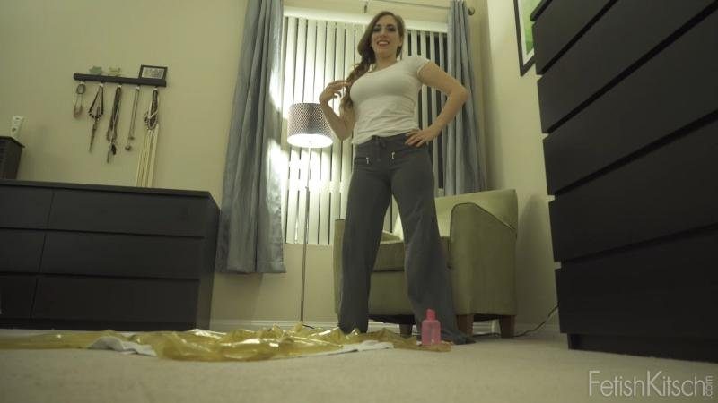 Fetishkitsch: (Samantha) - Thanksgiving Dressing with Samantha [HD 720p / 966 MB] - Rubber / USA
