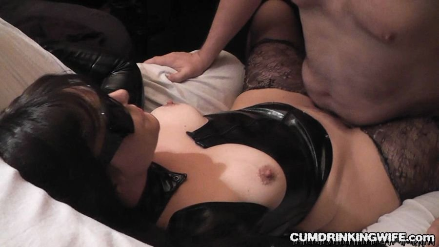 Cumdrinkingwife: (Marion) - June Session [HD / 443 MB] - Bukkake / Germany