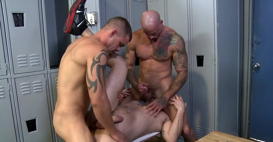 MenOver30: (Darin Silvers, Sean Duran, Max Cameron) - Caught Stretching Out His Mouth [SD / 450 MB] - Gay / Hardcore
