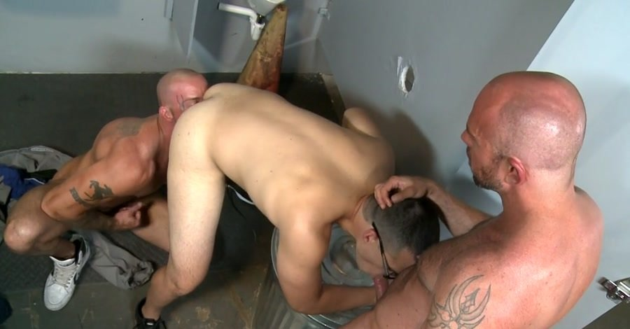 MenOver30: (Sean Duran, Matt Stevens, Jason Barr) - Glory Hole Birthday Surprise [SD / 401 MB] - Gay / Hardcore