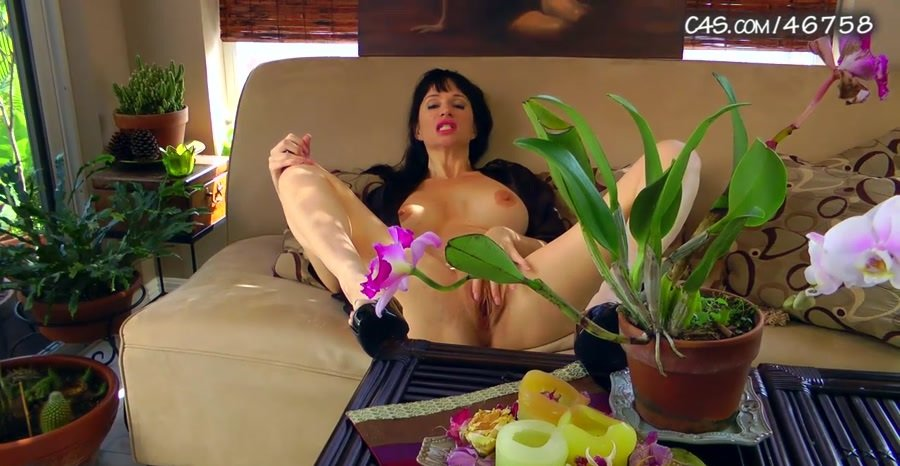 Clips4sale: (Angie Noire) - Mom Wants Some Playtime [HD 720p / 193 MB] - Incest / USA