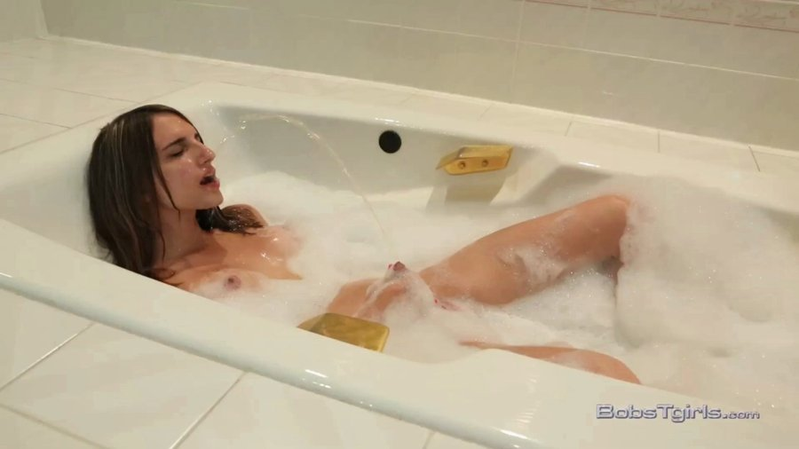 Bobstgirls: (Kelly Klaymour) - Kelly Klaymour T For Pee [HD 720p / 191 MB] - Shemale / Solo