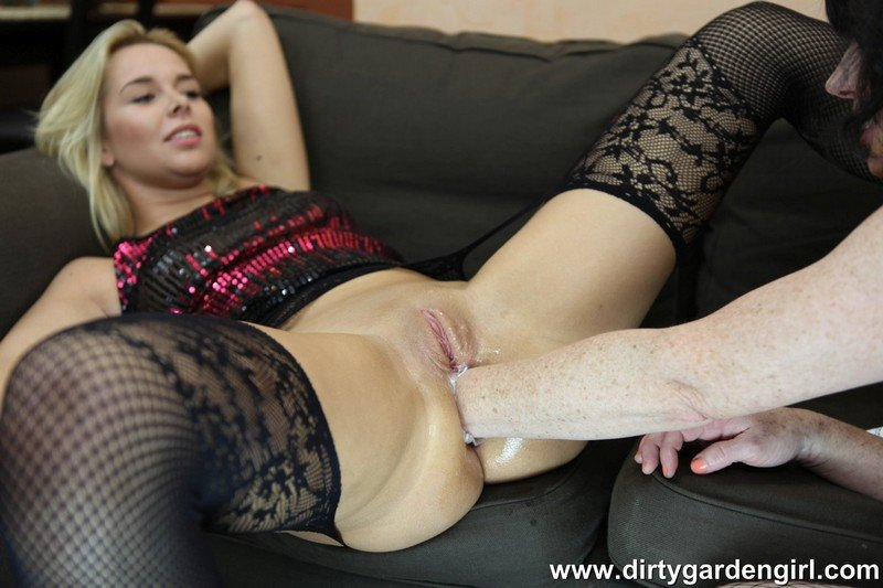 DirtyGardenGirl: (Gardengirl, Nikky Dream) - Nikky Dream and Dirtygardengirl fisting fu [FullHD 1080p / 484 MB] - Fisting / Dildo