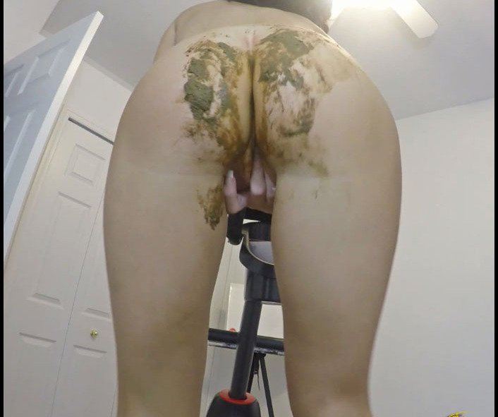 (Poo AlexaBig) - Panty Poop Accident While Exercising [FullHD 1080p / 851 MB] - Pile, Pooping, Scat Solo