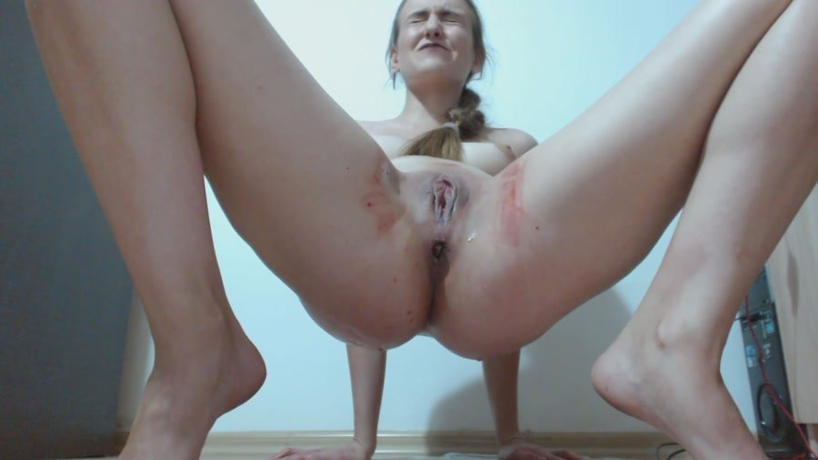 (DianaSpark) - Red Pussy and Shit on the Tampon [FullHD 1080p / 474 MB] - Scat / Poop