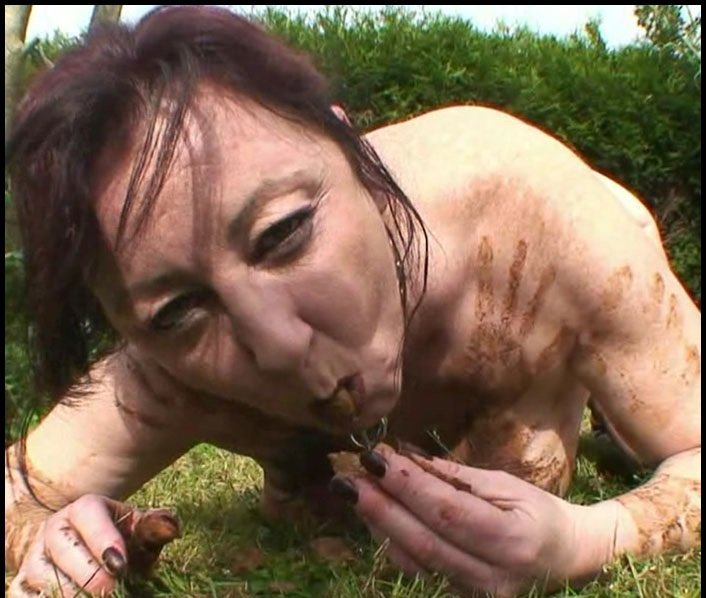 Scat Extreme: (Chienne Mary) - Outdoor Toilet Slut – French Scat Slut [HD 720p] - Extreme Scat / Amateurs Scat