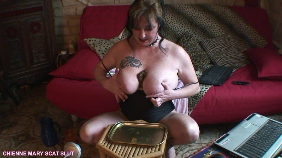 Scat Poopping: (Chienne Mary French Scat Slut) - Webcam Scat Show [HD 720p] - Solo, Big pile