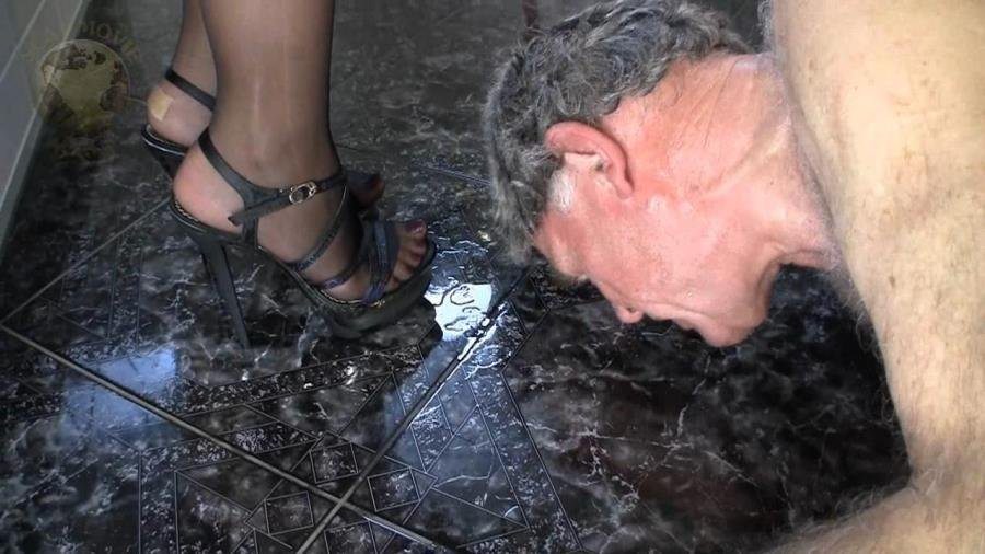Scat-Movie-World: (Lady Chantal) - Scat and pee dinner [HD 720p / 401,98 Mb] - Scat, Peeing, Femdom