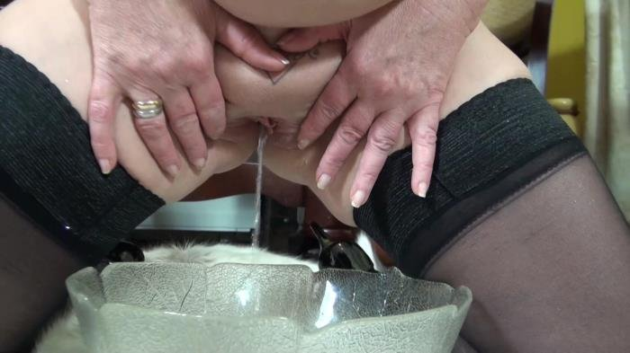 Piss Video: (Sofia) - My CFM Heels [FullHD / 323 MB]