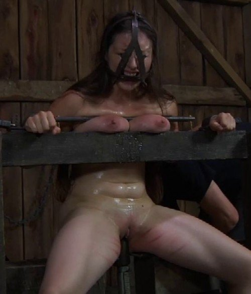 InfernalRestraints.com: (Sister Dee, PD) - CuntFined [HD 720p / 514 MB] - Spanking, Hummulation