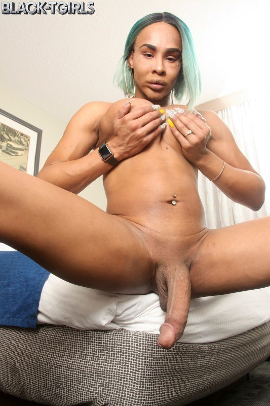Black-TGirls.com: (Chyna) - Chyna Is Horny! [FullHD / 928,07 Mb] -