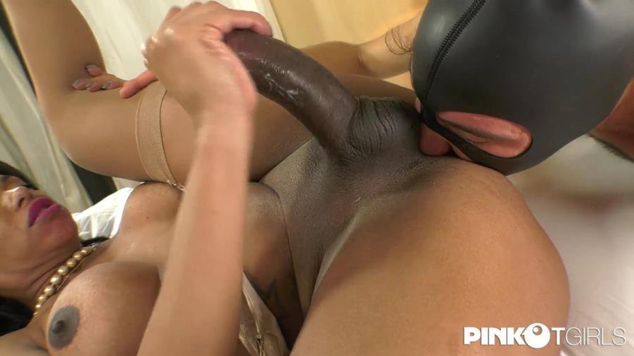 PinkOTgirls.com: (Waleska Sargentely) - Waleska And Her Big Cock Enjoys With Two Men [HD / 1,1 Gb] -