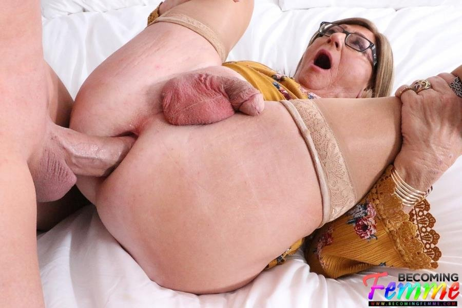 BecomingFemme.com: (Jennifer Jones) - Loving Up His Secret Crossdresser Babe [FullHD / 1,26 Gb] -