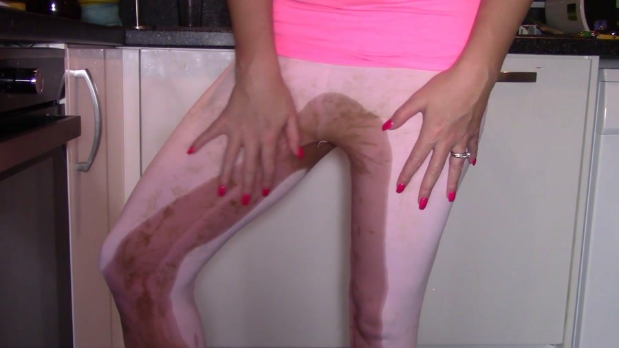 Smearing: (evamarie88) - Scared And Shit My Leggings [FullHD 1080p] - Panty, Solo
