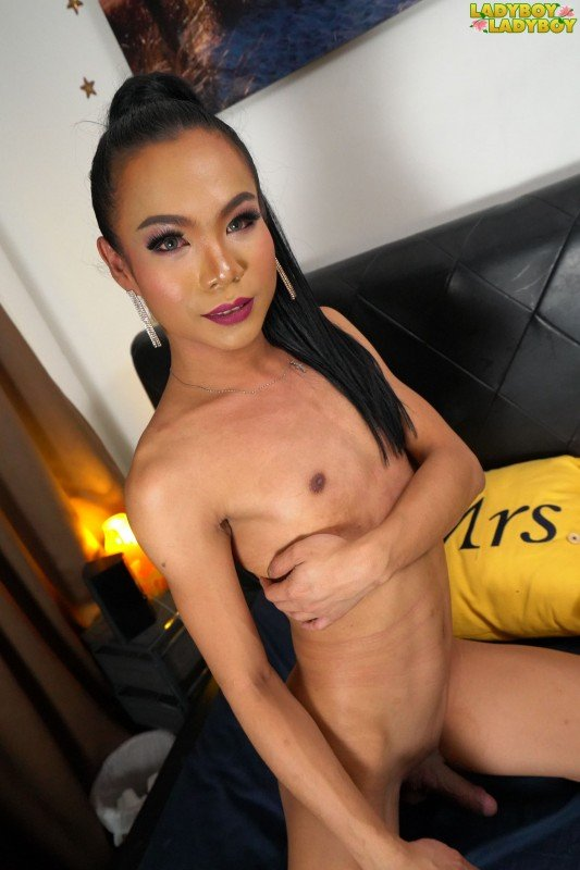 Ladyboy-Ladyboy.com: (Java) - Java Gets Horny On The Bed [FullHD / 927.14 Mb] -