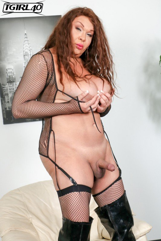 TGirl40.com: (Michelle Michaels) - Michelle Pops A Great Load! [FullHD / 682.17 Mb] -