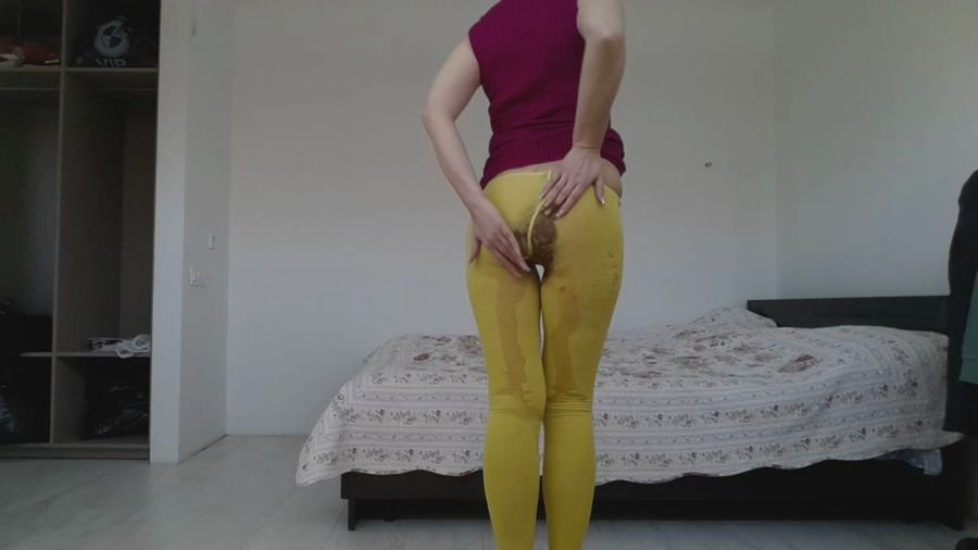 Solo: (thefartbabes) - ellow Tights Slap Messy [HD 720p] - Piss, Efro, Panty