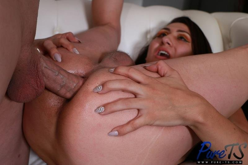 Pure-ts.com: ( Charlotte Diaz) - Fucked By Her FatherS Best Friend [SD / 666.32 Mb] -