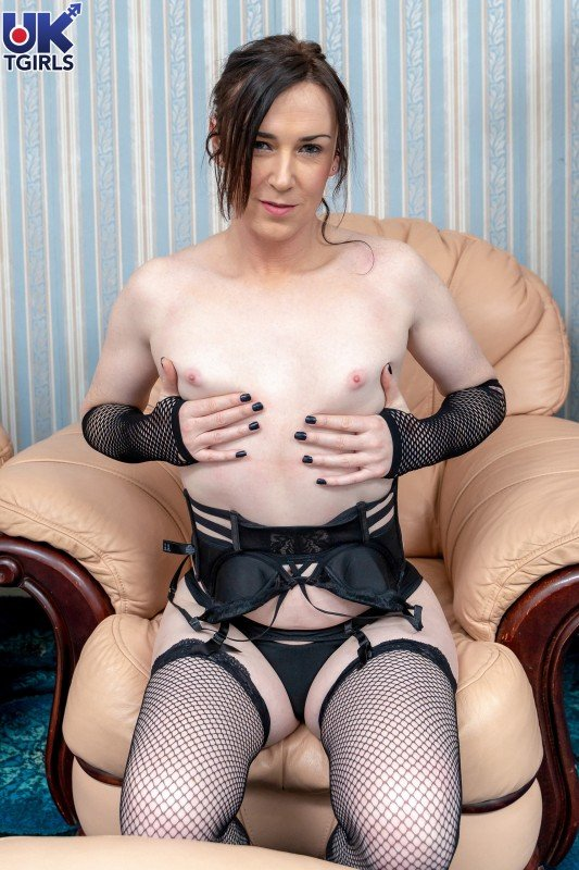 UkTgirls.com: (Stacey Summers) - So Hot In Black Stacey Summers! [FullHD / 1.02 Gb] -
