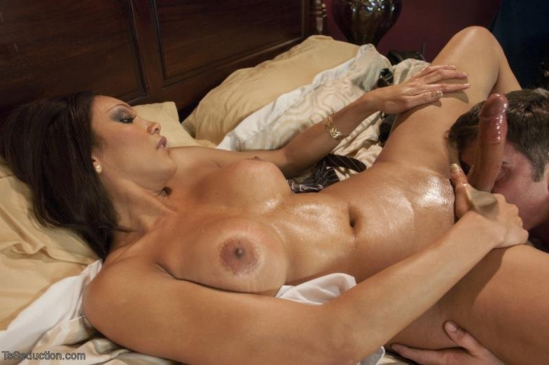 TsSeduction.com: (Yasmin Lee, Lance Hart) - West Wing Porn [SD / 477.33 Mb] -